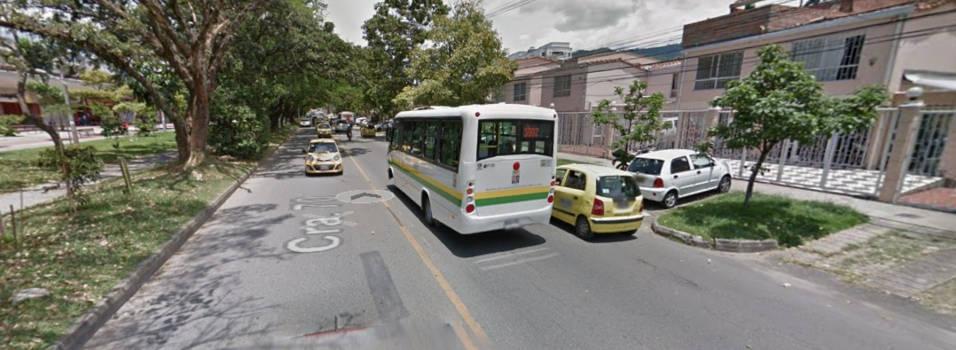 vecino pide semáforo peatonal frente a la U.D. María Luisa Calle