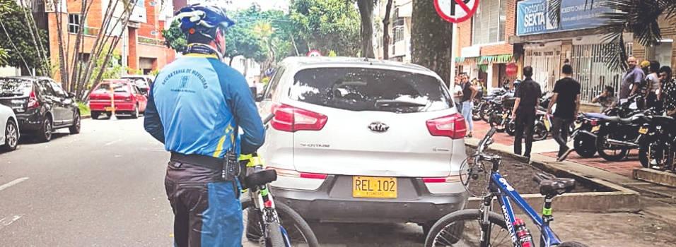En bicicleta, agentes hicieron operativos de control en Laureles