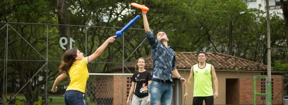 Palotroke, el novedoso deporte que se inventaron en UPB