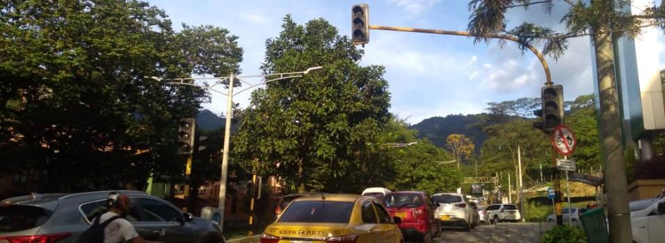 Por qué no funciona este semáforo en El Escobero