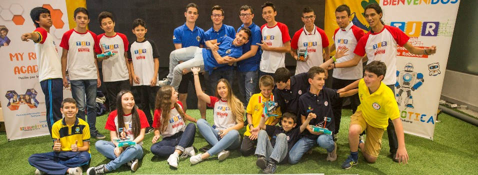 Estudiantes del Montessori competirán en robótica en Corea del Sur
