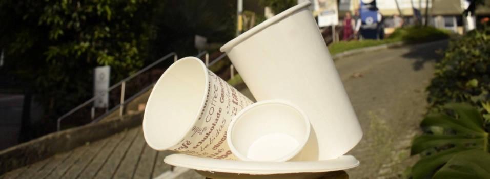 La primera universidad de Medellín en prohibir los plásticos de un solo uso
