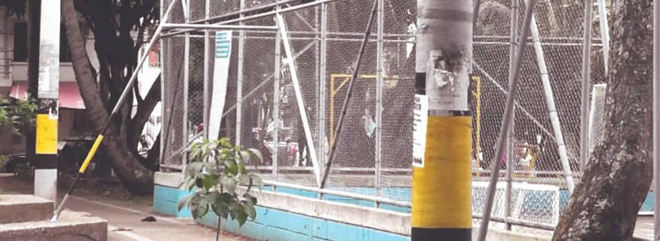 Vecinos denuncian exceso de anuncios en un parque de Laureles