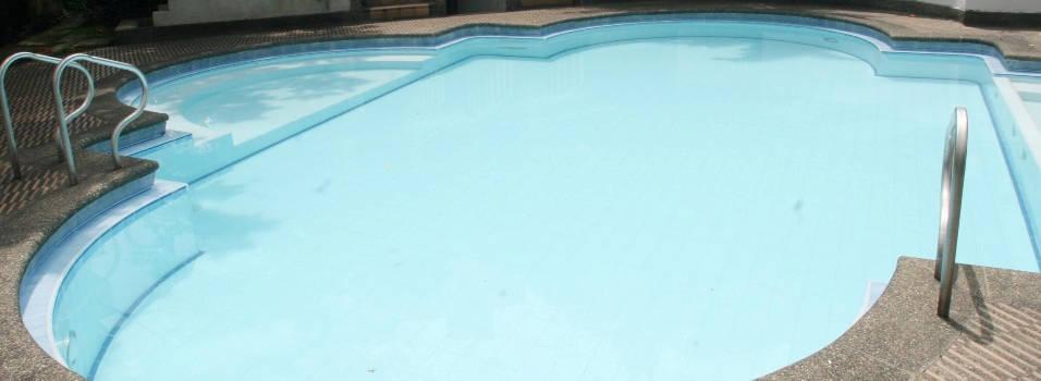 ¿Es necesario contar con un salvavidas en las piscinas?