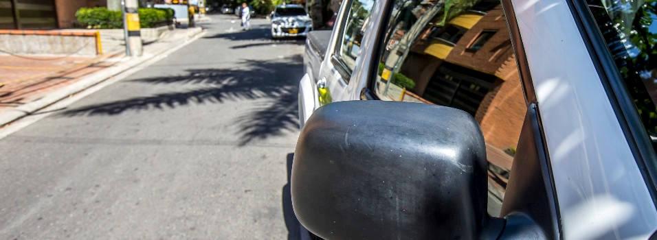 Es un peligro parquear el carro en Laureles