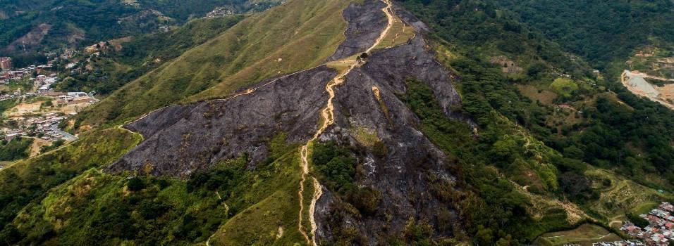 Así quedó el cerro de Las Tres Cruces luego del incendio