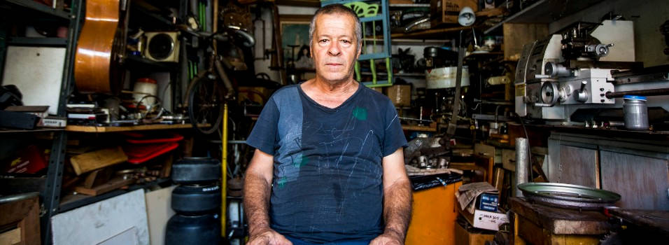 Don Álvaro lleva 25 años dedicados a las antigüedades