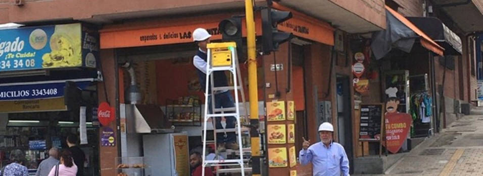 Ya están instalando los semáforos en la 43A de Envigado