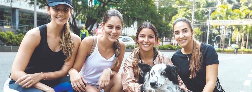 Recreación y deporte con las mascotas en la ciclovía de la Av. El Poblado