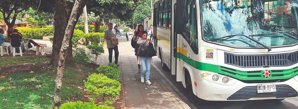 Trasladaron paradero de buses que era un problema en Los Alpes