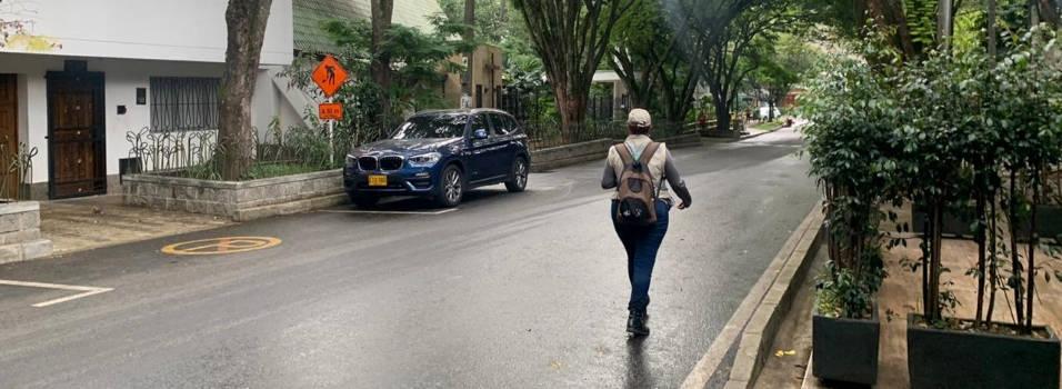 Comerciantes de El Poblado piden que no cobren parquímetros en época de crisis