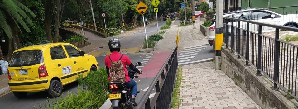 Motos invaden las ciclorrutas del occidente de Medellín